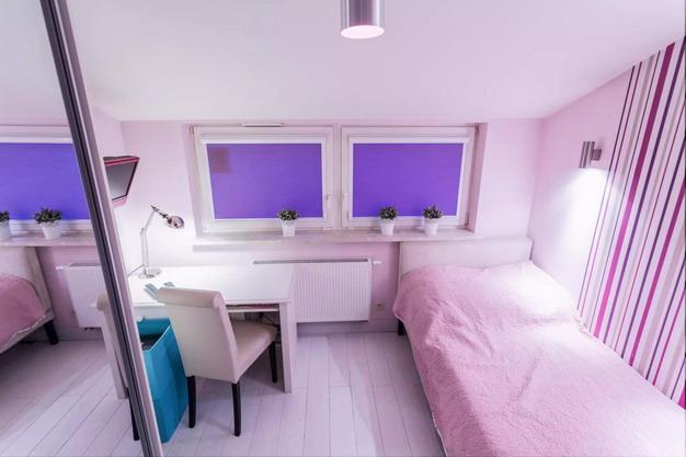 粉红色粗条纹墙纸适合女孩儿童房